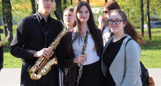 Оркестр духовых инструментов колледжа искусств принял участие в фестивале духовых оркестров